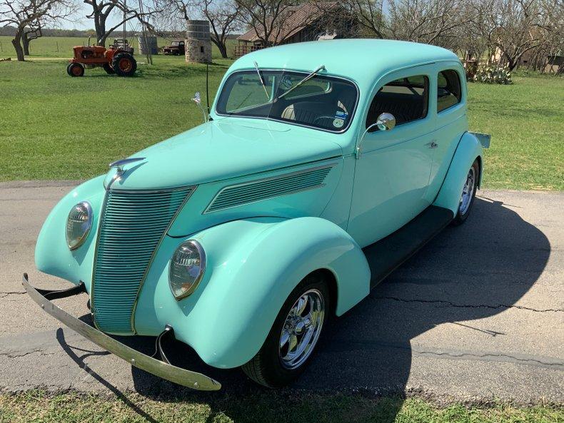 1937 Ford Tudor All Steel HO 302 auto ac Leather