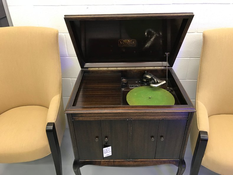 Clean antique working Victrola