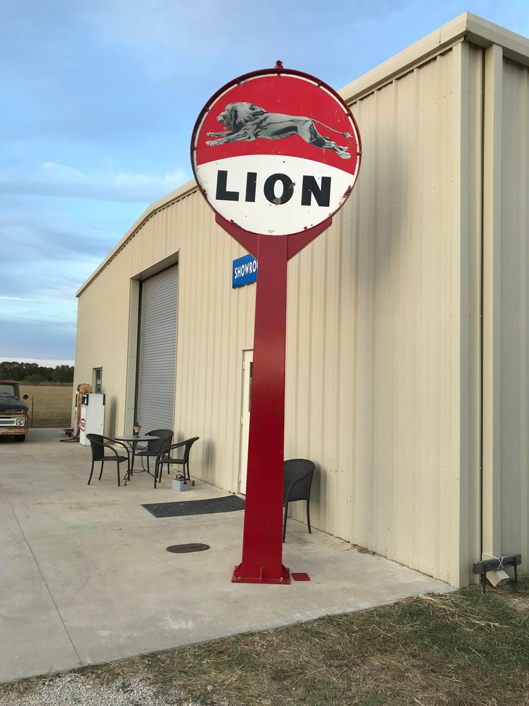 1960 Running Lion sign in 16 ft pole