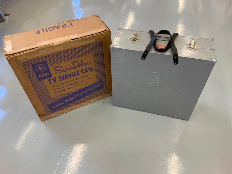 Brand new unused TV repairman case in the original box