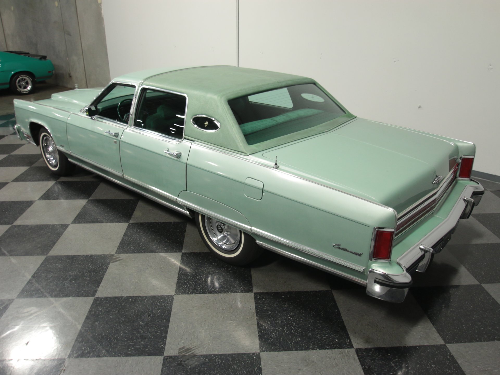 1976 Lincoln Town Car Streetside Classics The Nation S Trusted