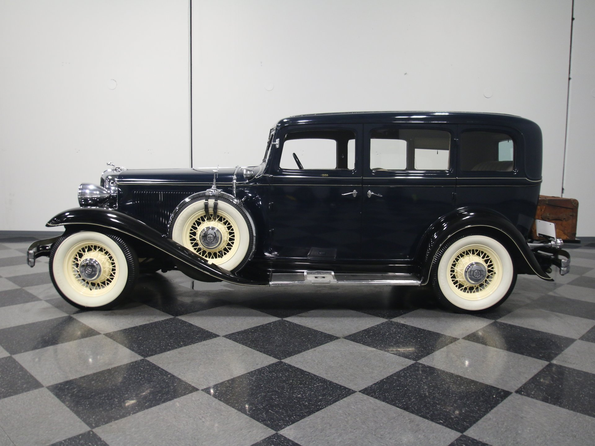 1932 chrysler cp8 touring sedan