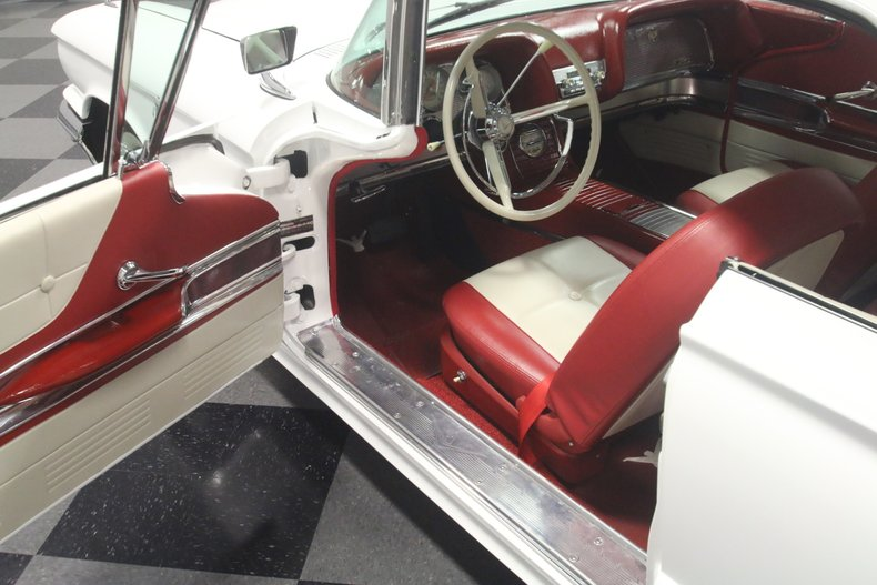 1960 Ford Thunderbird 42