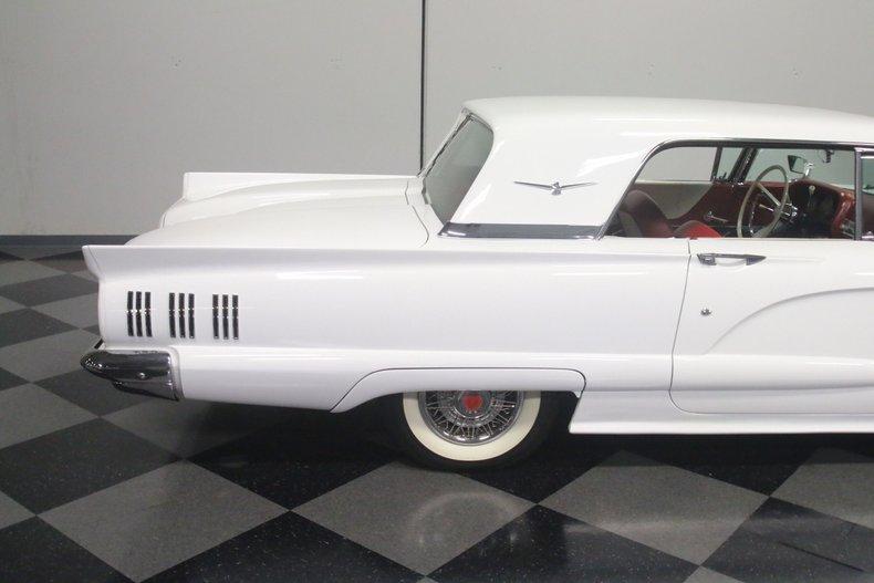 1960 Ford Thunderbird 32