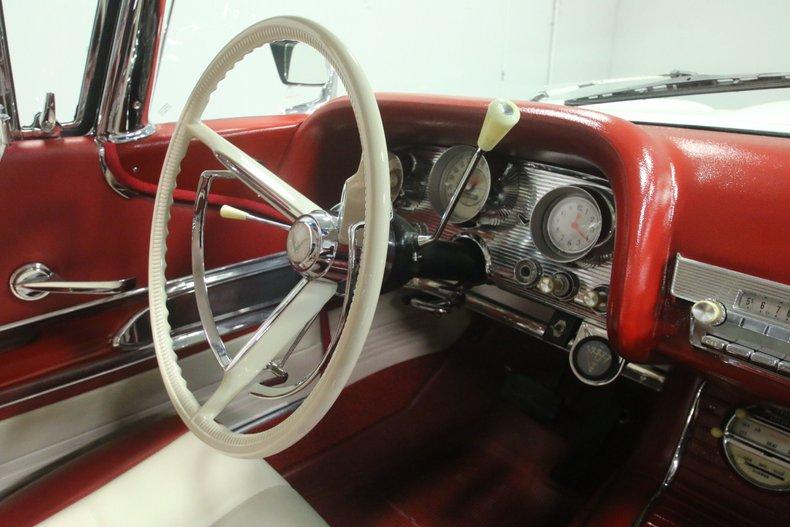 1960 Ford Thunderbird 56