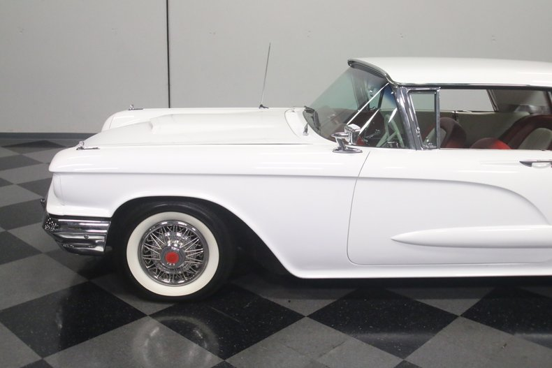 1960 Ford Thunderbird 24
