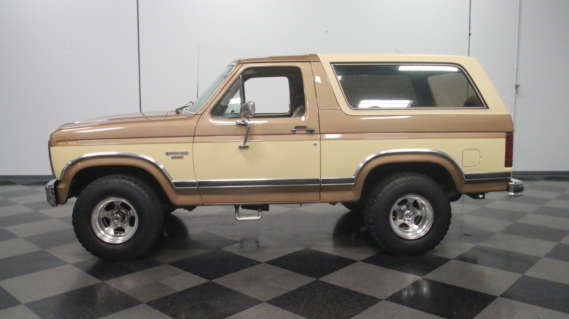 1985 Ford Bronco Classic Cars For Sale Streetside Classics The Nation S 1 Consignment Dealer