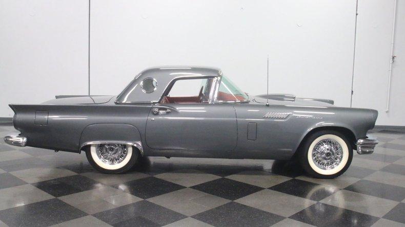 1957 Ford Thunderbird 30