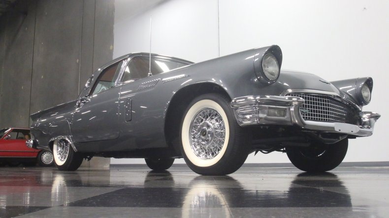 1957 Ford Thunderbird 33