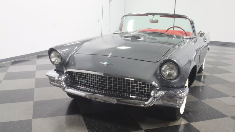 1957 Ford Thunderbird 20