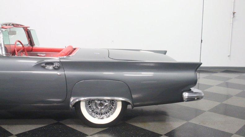 1957 Ford Thunderbird 26