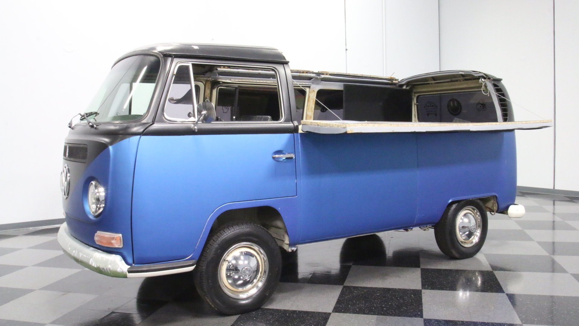 1970 Volkswagen Bus | Streetside Classics - The Nation's