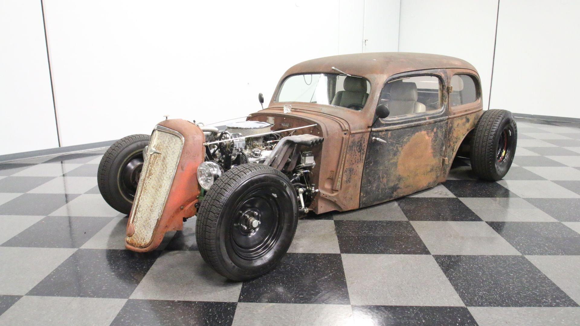 1935 Chevrolet Deluxe | Streetside Classics - The Nation's