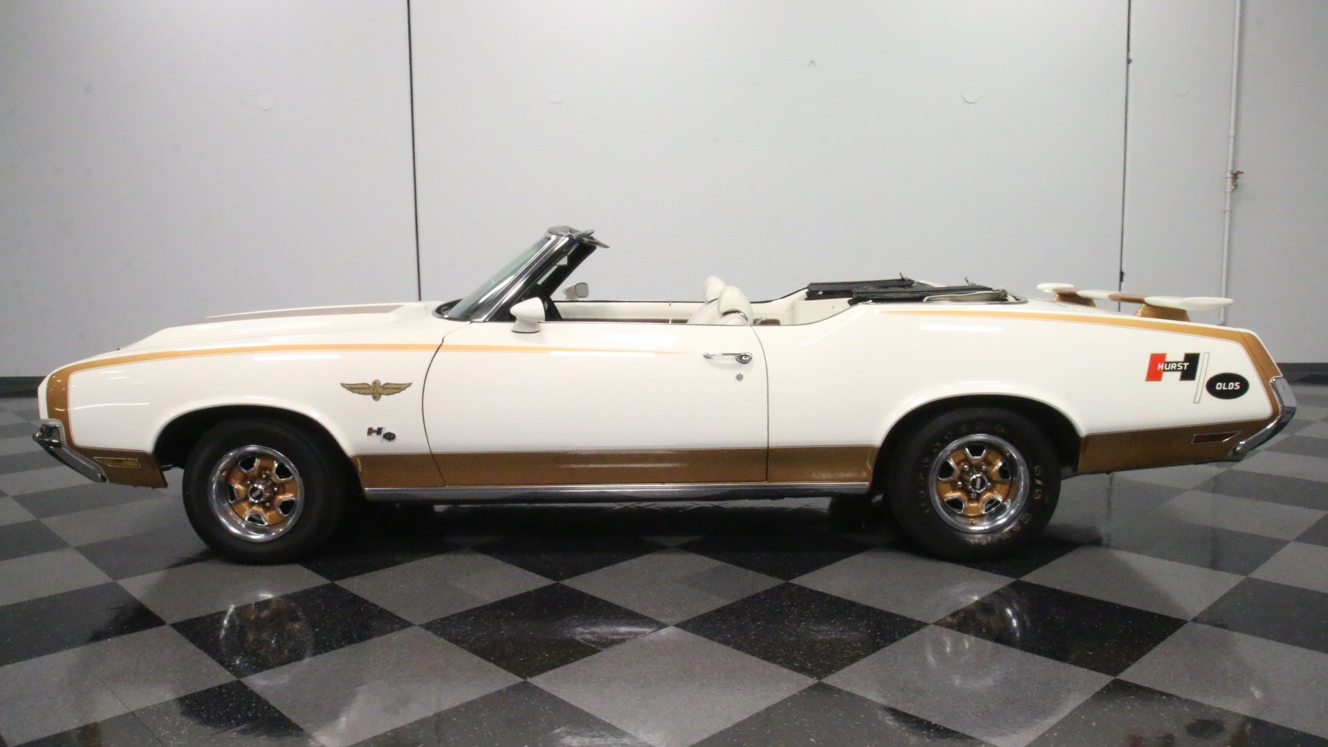 1972 oldsmobile cutlass hurst olds tribute