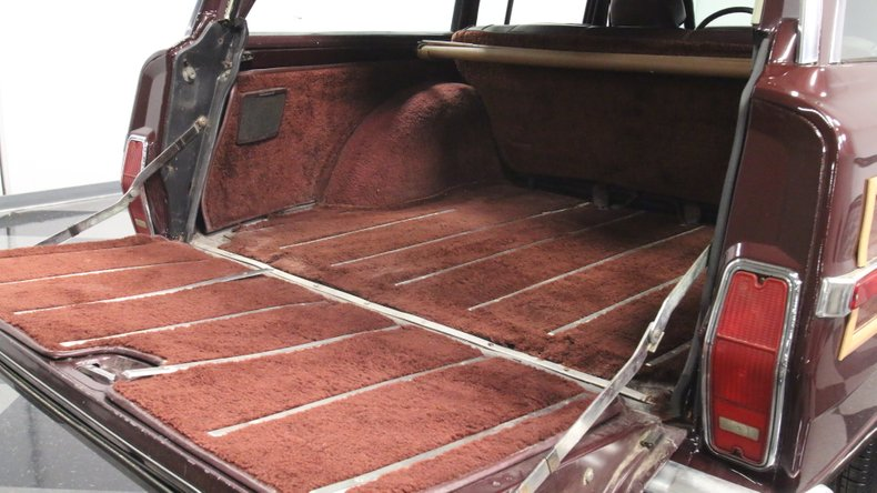 1987 Jeep Grand Wagoneer 37