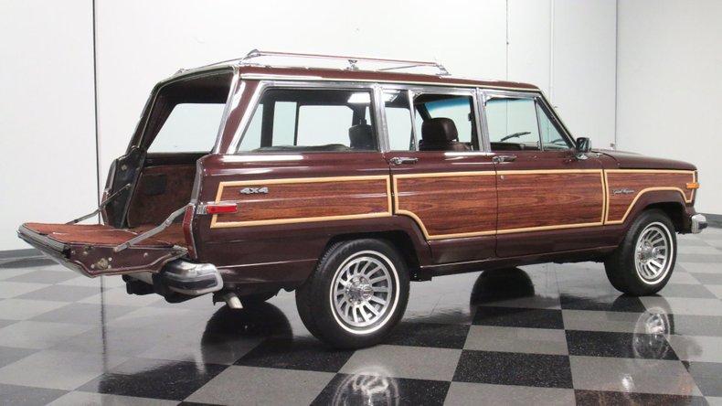 1987 Jeep Grand Wagoneer 36
