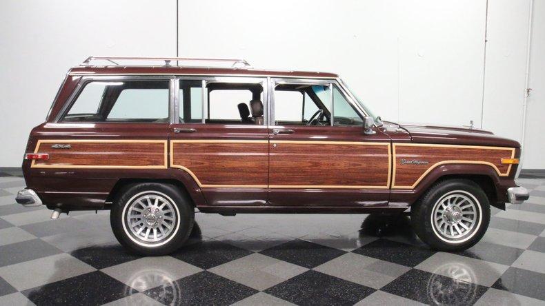 1987 Jeep Grand Wagoneer 14