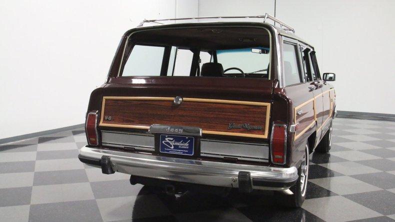 1987 Jeep Grand Wagoneer 12