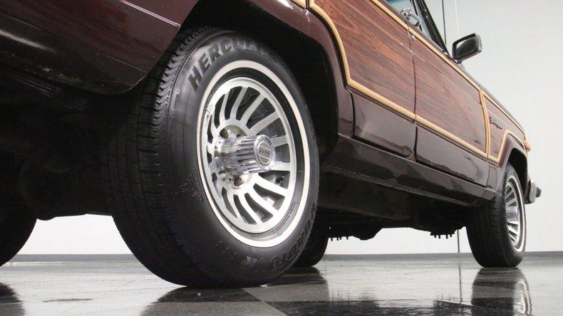 1987 Jeep Grand Wagoneer 28