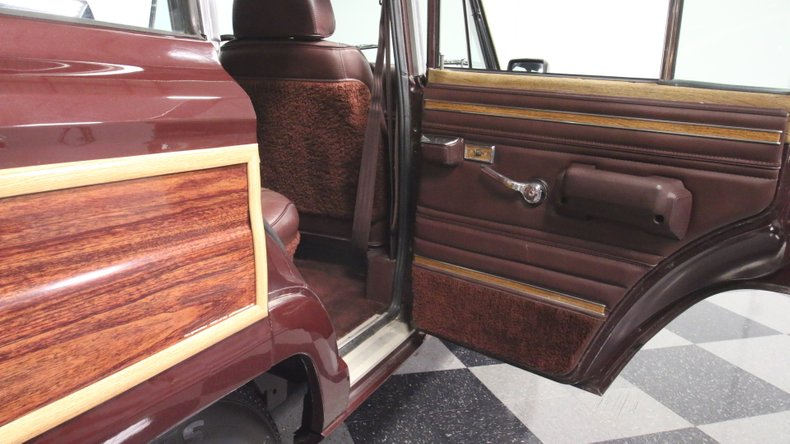 1987 Jeep Grand Wagoneer 58
