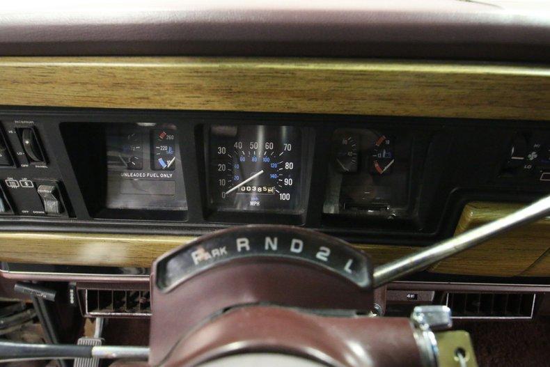 1987 Jeep Grand Wagoneer 44