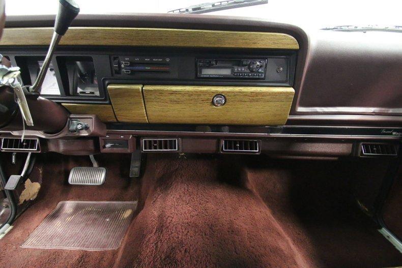 1987 Jeep Grand Wagoneer 52
