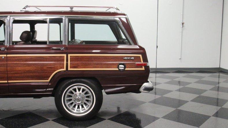 1987 Jeep Grand Wagoneer 24