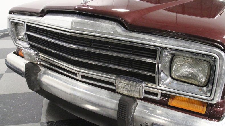 1987 Jeep Grand Wagoneer 21