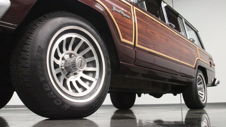 1987 Jeep Grand Wagoneer 22