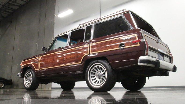 1987 Jeep Grand Wagoneer 25