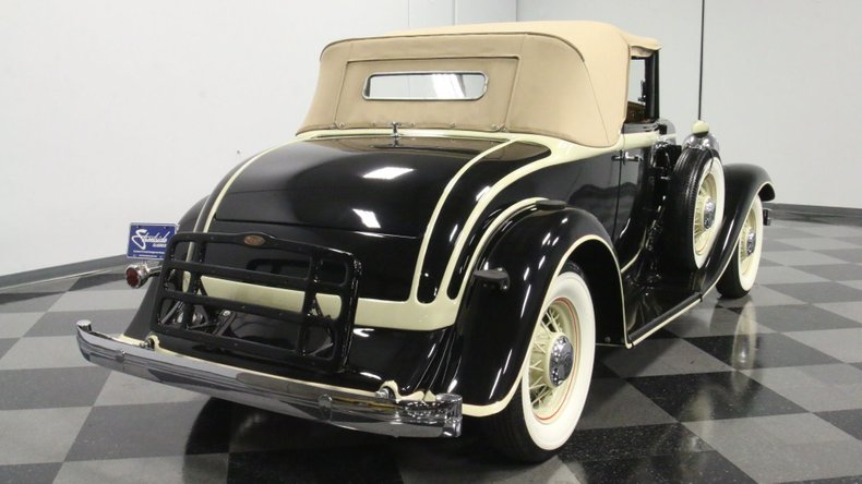 1933 Chrysler Imperial 13