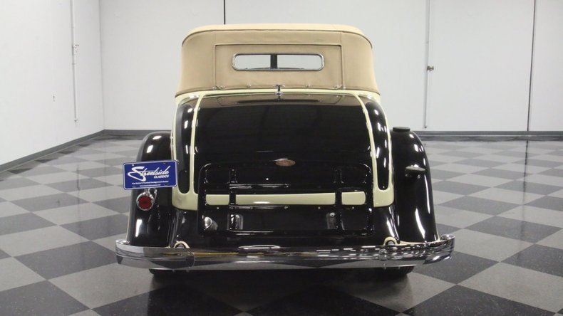 1933 Chrysler Imperial 11