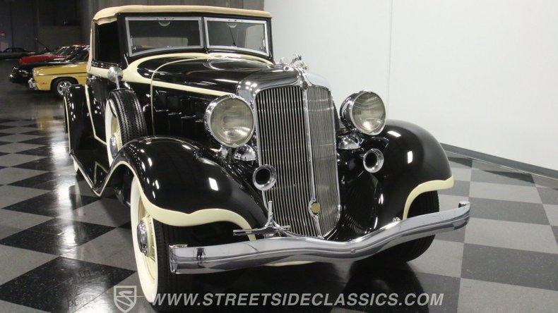 1933 Chrysler Imperial 18