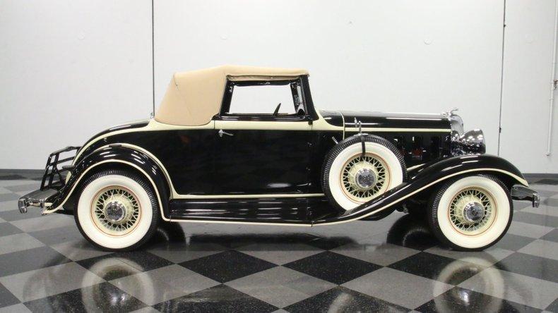 1933 Chrysler Imperial 30