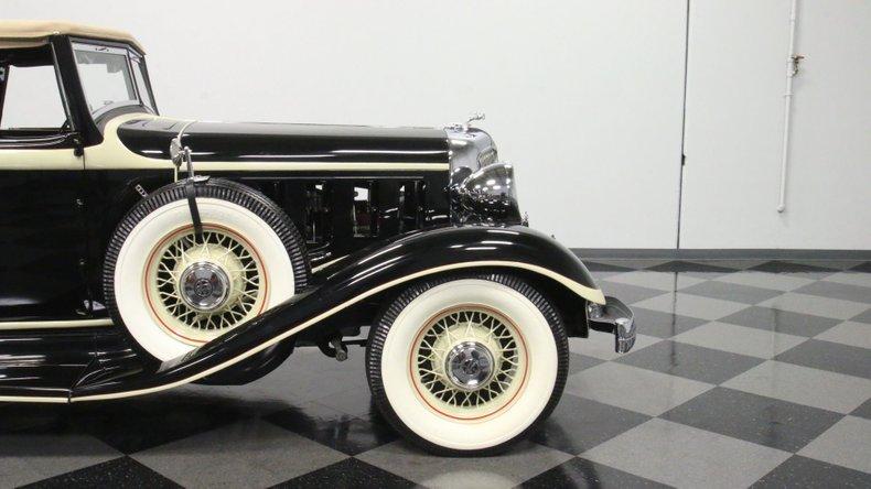 1933 Chrysler Imperial 32