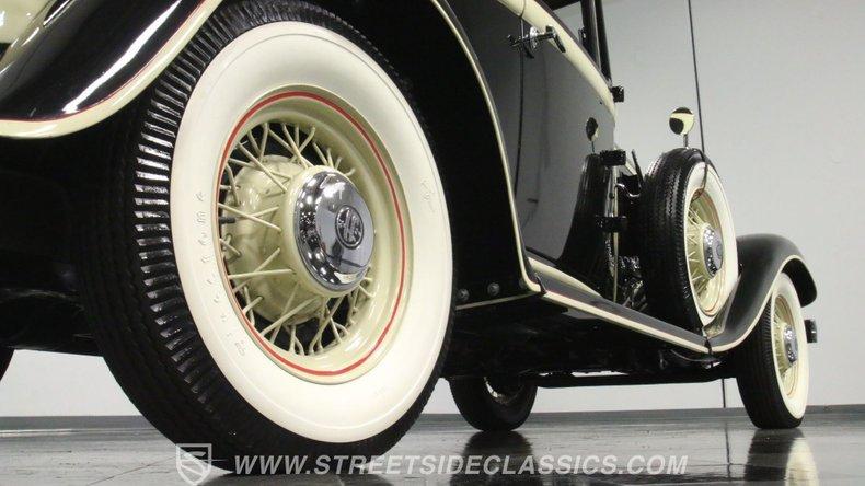 1933 Chrysler Imperial 29