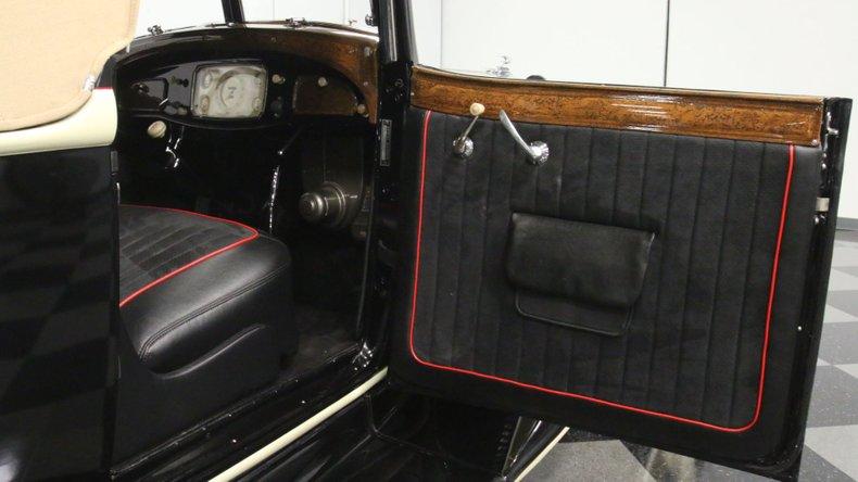 1933 Chrysler Imperial 56