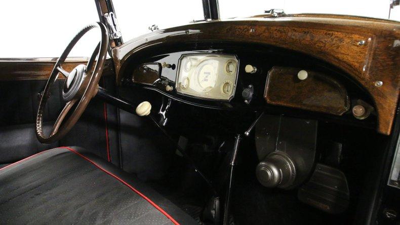 1933 Chrysler Imperial 52