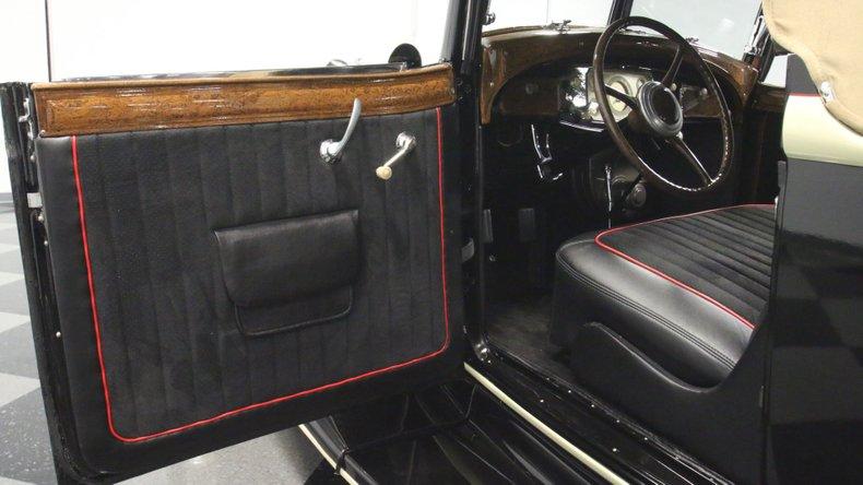 1933 Chrysler Imperial 42