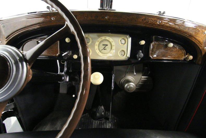 1933 Chrysler Imperial 49