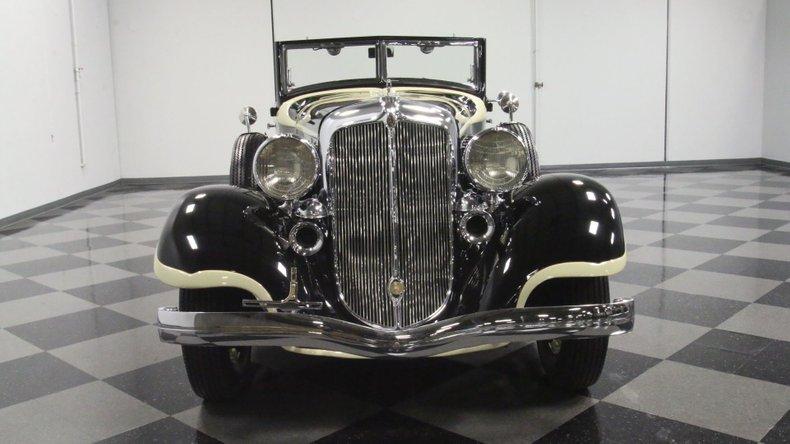 1933 Chrysler Imperial 19