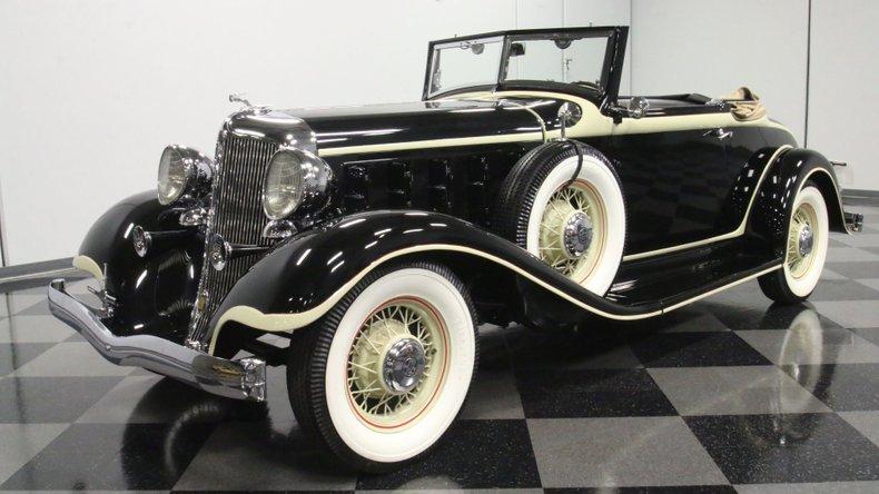 1933 Chrysler Imperial 6