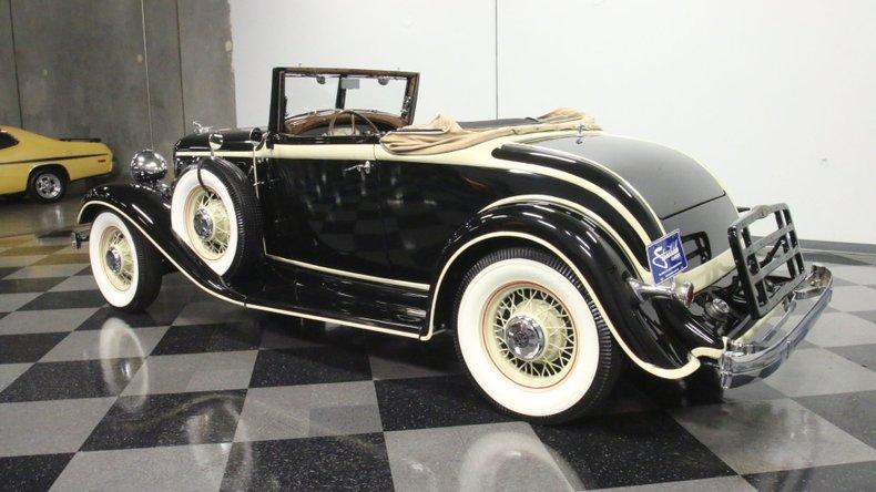 1933 Chrysler Imperial 8