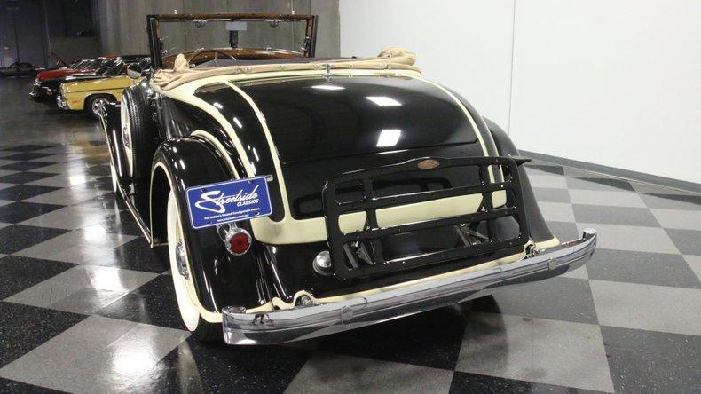 1933 Chrysler Imperial 10