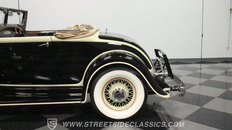 1933 Chrysler Imperial 25