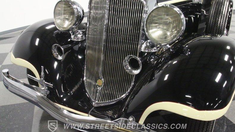 1933 Chrysler Imperial 22
