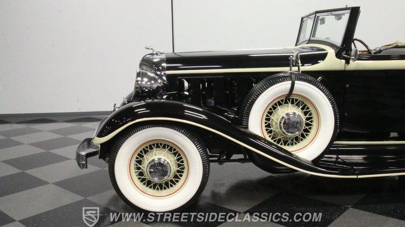 1933 Chrysler Imperial 24
