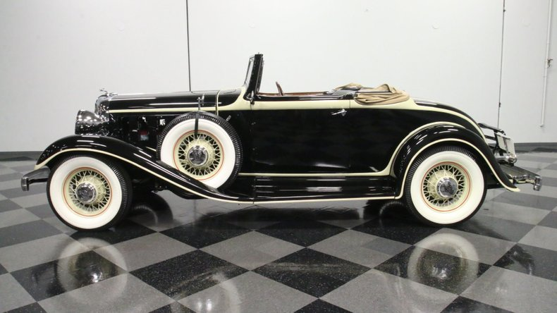 1933 Chrysler Imperial 2