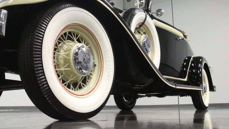 1933 Chrysler Imperial 23