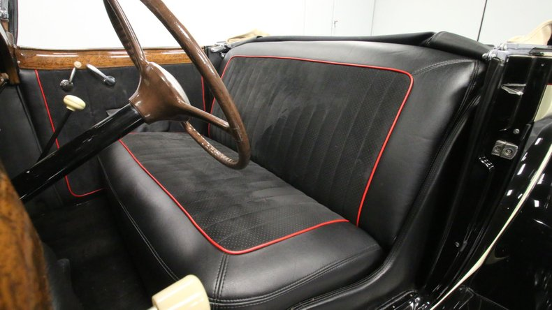 1933 Chrysler Imperial 48
